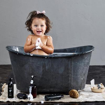 الاستحمام و العناية بالطفل