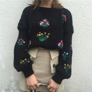 سويتر اسود مزين بالورود Dute - Floral Embroidered Sweater - Black